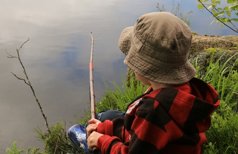 222290-kid-fishing-by-the-lake.jpg